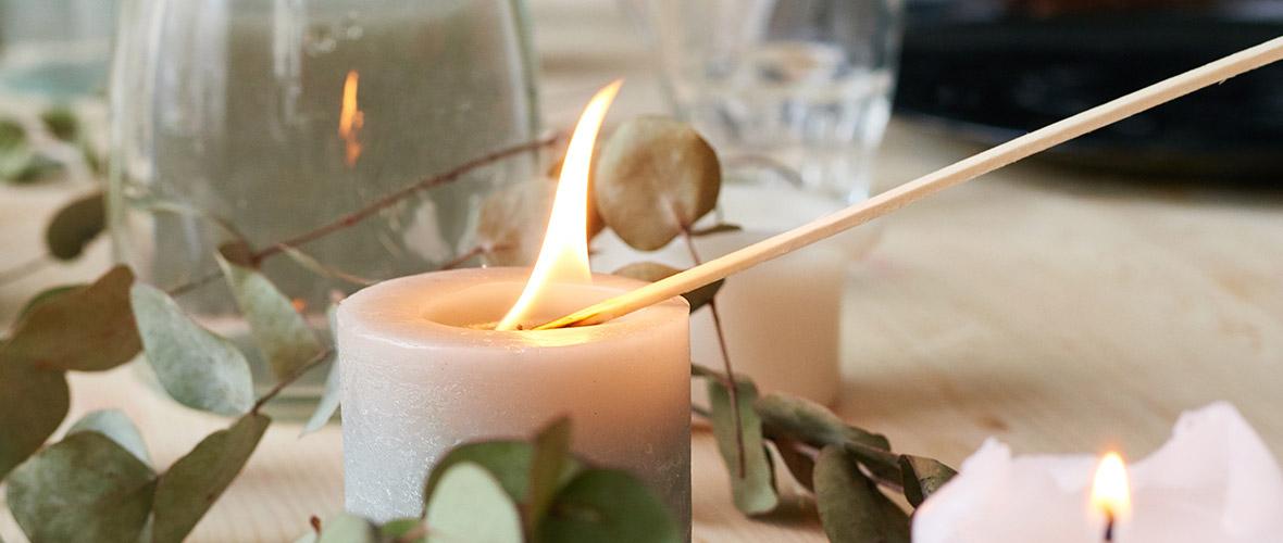 Streichholzschachteln und Kaminstreichhölzer in hoher Qualität: Für ein andauerndes kräftiges Feuer